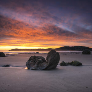 Moeraki Boulders sunrise in New Zealand
