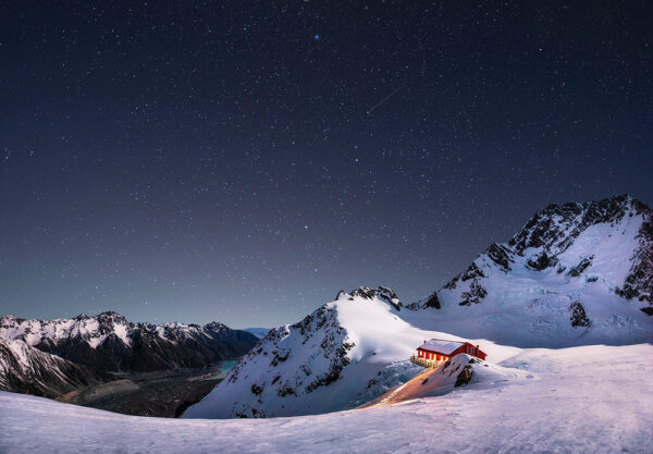 Night photography over Plateau hut